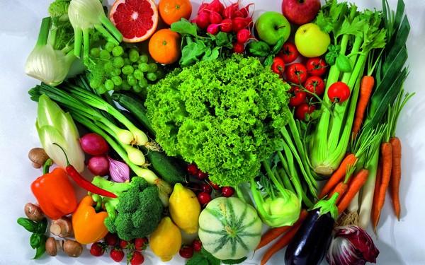 Rau củ và trái cây có chứa rất nhiều chất chống oxy hóa giúp tăng cường hệ thống miễn dịch, hạn chế thương tổn đến DNA và bảo vệ cơ thể khỏi sự phá hủy của một số tế bào ung thư.
