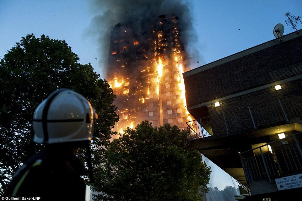 """Bản thân bà Cotton cũng xác nhận có """"nhiều người thiệt mạng"""" trong vụ hỏa hoạn nhưng không thể cho biết con số chi tiết. Trong khi đó, cơ quan y tế cho biết 50 người đã được đưa tới 5 bệnh viện xung quanh thủ đô London vì bị thương trong vụ hỏa hoạn. Ảnh: LNP"""