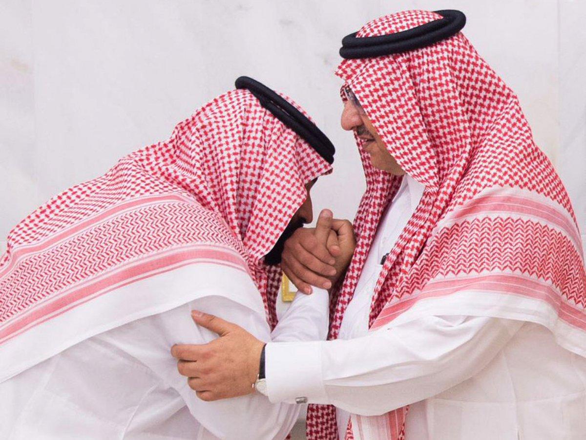 Hoàng tử Mohammed bin Salman (trái), 31 tuổi, vừa được chọn là người kế nhiệm của Ả rập Xê út sau khi vua Salman bin Abdulaziz Al Saud phế truất người cháu họ - Thái tử Mohammed bin Nayef (phải). Trong suốt thời gian làm Bộ trưởng Quốc phòng, Hoàng tử Mohammed bin Salman được nhiều người biết tới sau quyết định bắt một số quan chức cấp cao của đất nước cũng như theo đuổi đường lối bảo thủ, cứng rắn với các nước như Iran, Qatar và Yemen. Ảnh: Business Insider