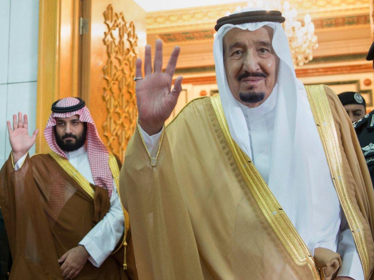Trong 5 năm qua, Hoàng tử Salman (trái) trở nên nổi tiếng bởi những sách lược kéo Ả rập Xê út khỏi sự phụ thuộc vào dầu mỏ, tài nguyên làm nên sự giàu có của đất nước. Ảnh: Business Insider