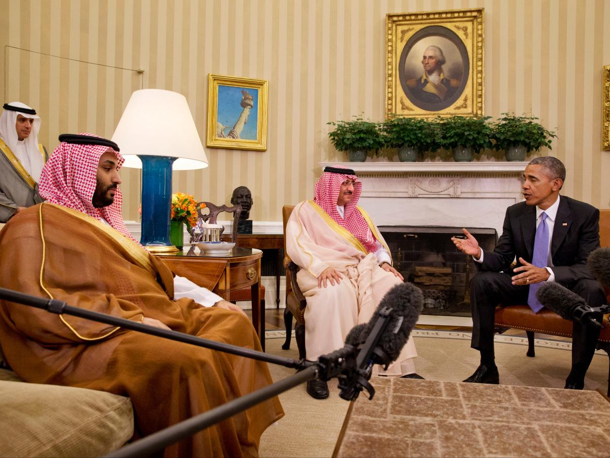 Hoàng tử này cũng là người đưa ra quyết định can thiệp quân sự vào cuộc nổi dậy ở Yemen, làm bất ổn thêm tình hình ở quốc gia vốn nằm trong khu vực dưới cùng của thế giới bởi nghèo đói và bất ổn. Ảnh: Al Jazeera