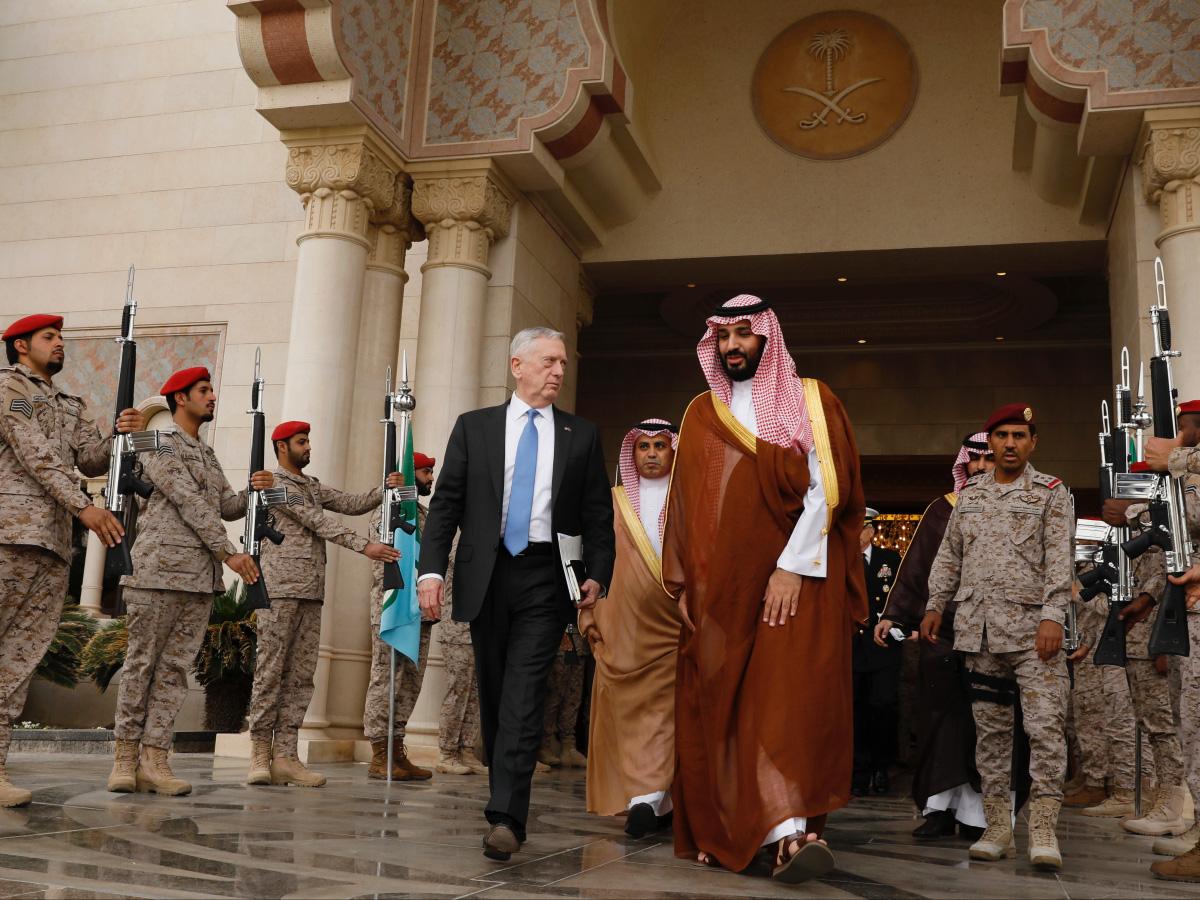 Trên cương vị Bộ trưởng Quốc phòng, Hoàng tử Salman cũng đã có cuộc gặp gỡ với người đồng cấp Mỹ James Mattis, nơi ông cáo buộc Iran truyền bá ý thức hệ Shia và cố kiểm soát Thế giới Hồi giáo. Ảnh: Al Jazeera
