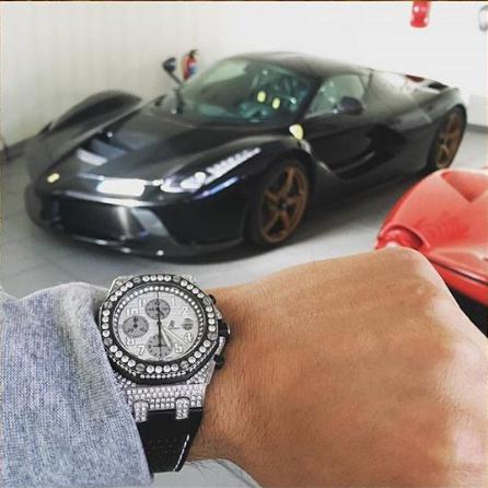 Siêu xe và đồng hồ xịn của một thiếu gia Đức.