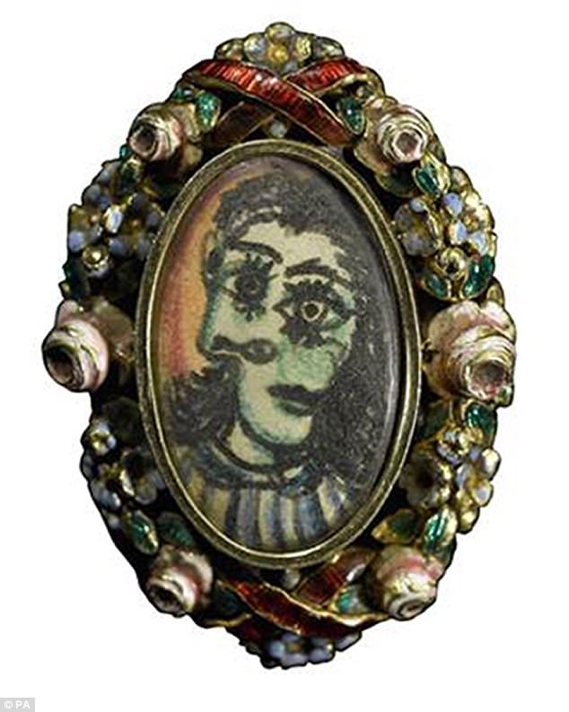 Chi tiết chiếc nhẫn độc đáo Picasso tặng người đẹp.