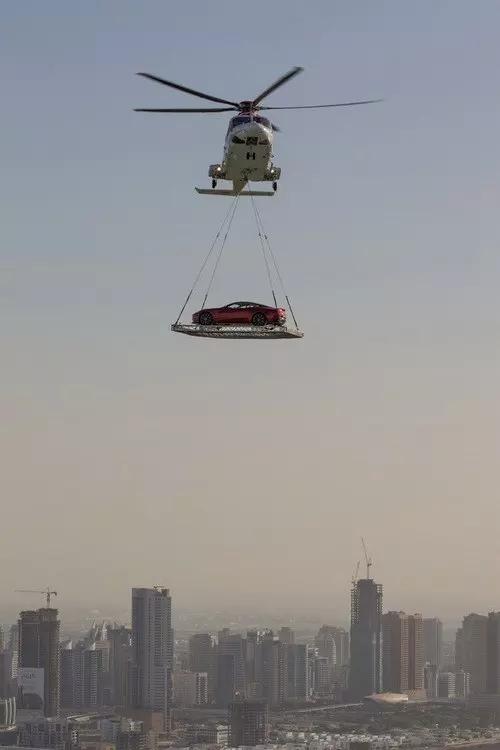 Thì đã có máy bay trực thăng giải quyết vấn đề ngay...