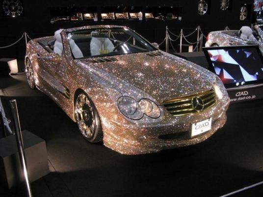 Người ta còn nạm cả kim cương lên siêu xe.