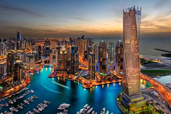 Tòa nhà Burj Khalifa cao nhất thế giới với 153 tầng, kiến trúc độc đáo là biểu tượng của Dubai.