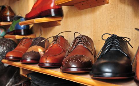 Những đôi giày hàng hiệu thiết kế độc nhất vô nhị được giới nhà giàu Trugn Quốc rất ưa chuộng.