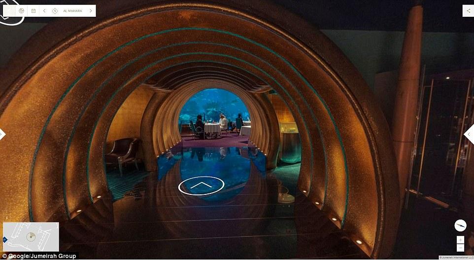 Du khách có thể vừa thưởng thức bữa tối tại nhà hàng Al Mahara trong tòa nhà, vừa ngắm nhìn thủy cung.