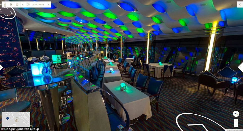 Quầy bar ấn tượng trong nhà hàng Al Muntaha đem lại cho du khách những giây phút thư giãn tuyệt vời.