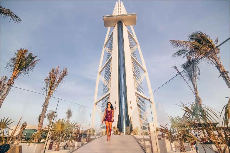 Khám phá sự xa xỉ bên trong khách sạn 7 sao Burj AL Arab - biểu tượng của thành phố giàu có Duai là mong muốn của bất kỳ ai.