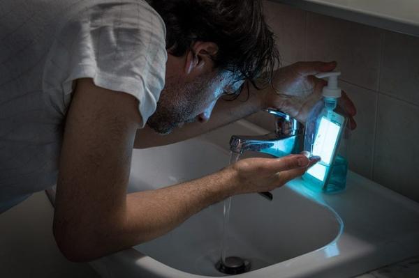 Loại sữa rửa mặt từ điện thoại thông minh liệu có thể làm gương mặt của bạn khác đi?