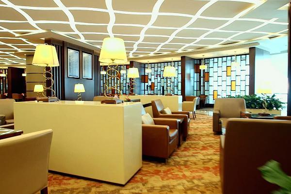 Dù có ở sảnh đợi vài giờ hay cả ngày, các hành khách của Emirates vẫn sẽ được phục vụ tận tình, chu đáo.