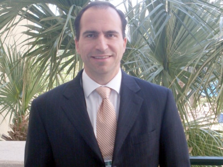 Khosrowshahi lúc mới trở thành CEO của Expedia. Ảnh: tnooz.com