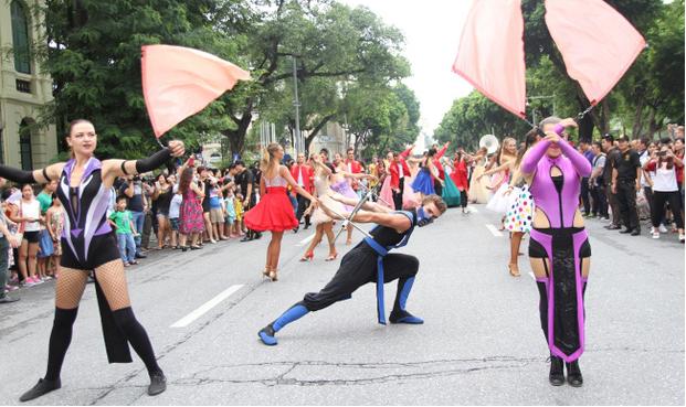 Một màn trình diễn xiếc trong lễ hội Carnaval.