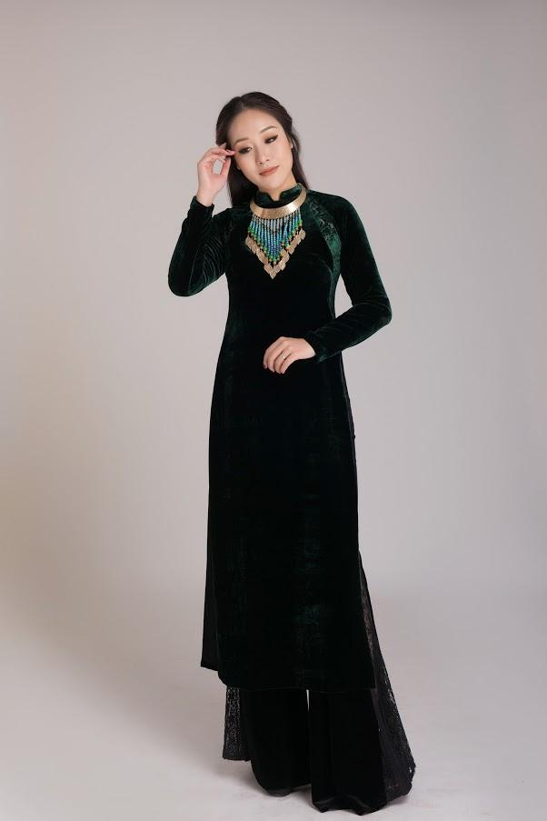 Hoa hậu Ngô Phương Lan đằm thắm, quý phái trong trang phục áo dài.