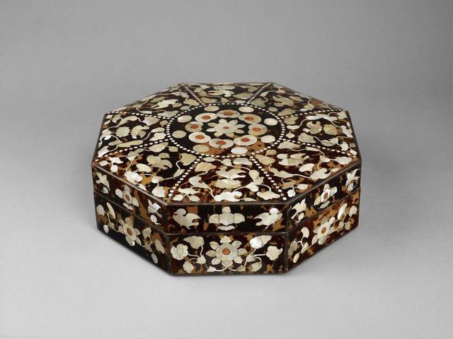 Hộp thập giác,một tác phẩm đến từ châu Á, thế kỷ 8 sau Công nguyên.
