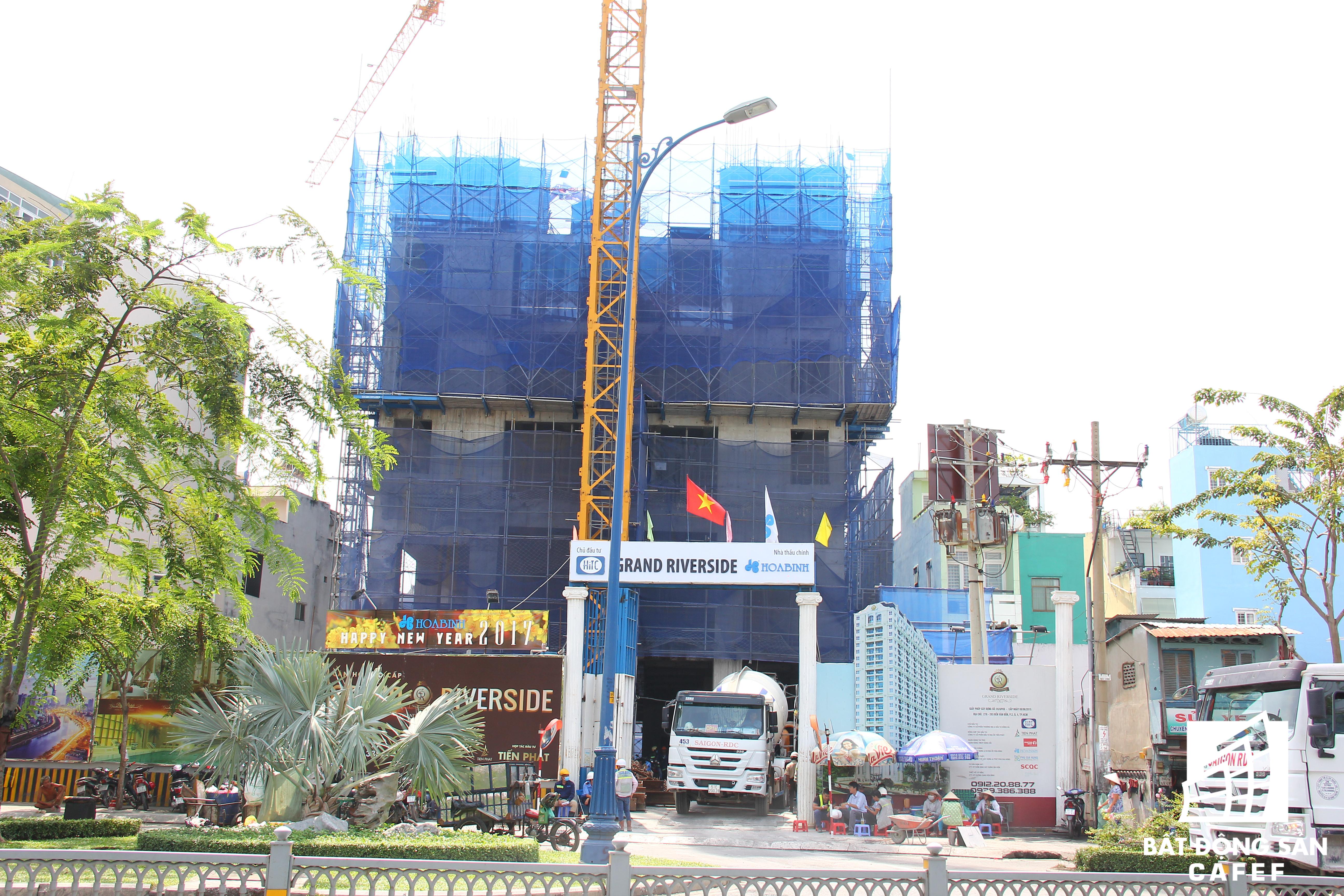Dự án Grand Riverside đang được đổ sàn bê tông tầng thứ 7