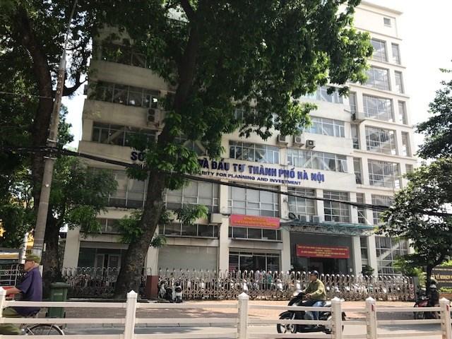 Trụ sở Sở Kế hoạch- Đầu tư nằm mặt tiền hai phố chính Cát Linh-Trịnh Hoài Đức (ảnh Tú Anh)