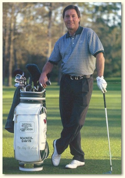 Tay golf chuyên nghiệp giữ kỷ lục Hole-in-one, Mancil Davis.