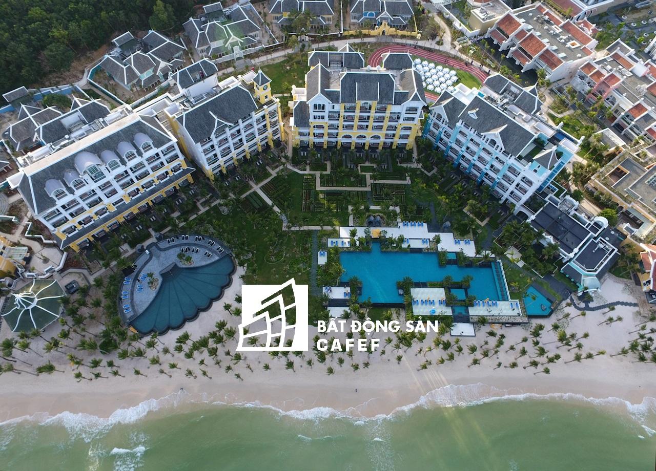 Sungroup đã hoàn thành khách sạn JW Marriott, đang xây dựng khu biệt thự và căn hộ nghỉ dưỡng, tuyến cáp treo cũng đang được xây dựng.