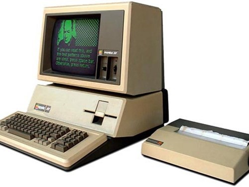 Gia đình bà đã sử dụng máy tính Apple III để quản lý việc cho thuê. Tại thời điểm đó, Melinda đã rất quan tâm đến chiếc máy tính nhưng sau đó đã phản đối thương hiệu này khi bà trở thành nhân viên của Microsoft.