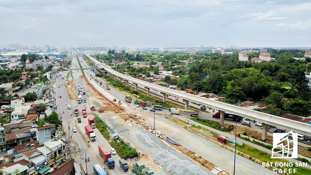Bên cạnh tuyến metro số 1 đang được nối thông suốt gần 20km, dự án hầm chui trước khu du lịch Suối Tiên cũng đang được đẩy nhanh tiến độ thi công nhằm kéo giãn mật độ lưu thông.