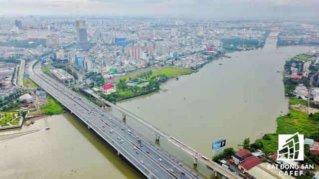 Công trường thi công đoạn tuyến băng qua sông Sài Gòn.