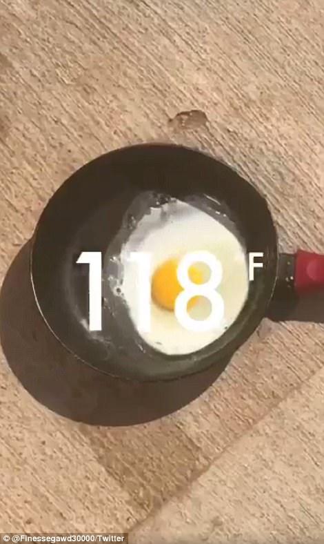 Nắng nóng khiến những quả trứng được rán chín một cách dễ dàng. Ảnh: Twitter