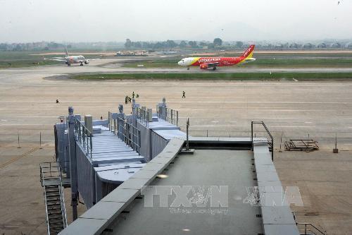 Khu vực đường băng cất, hạ cánh trong sân bay Nội Bài. Ảnh Huy Hùng/TTXVN