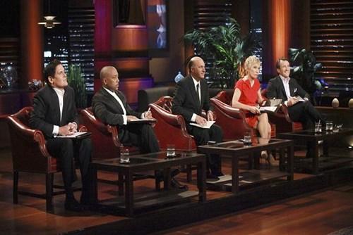 Các nhà đầu tư trong chương trình Shark Tank (từ trái qua): Mark Cuban, Daymond John, Kevin OLeary, Barbara Corcoran và Robert Herjavec