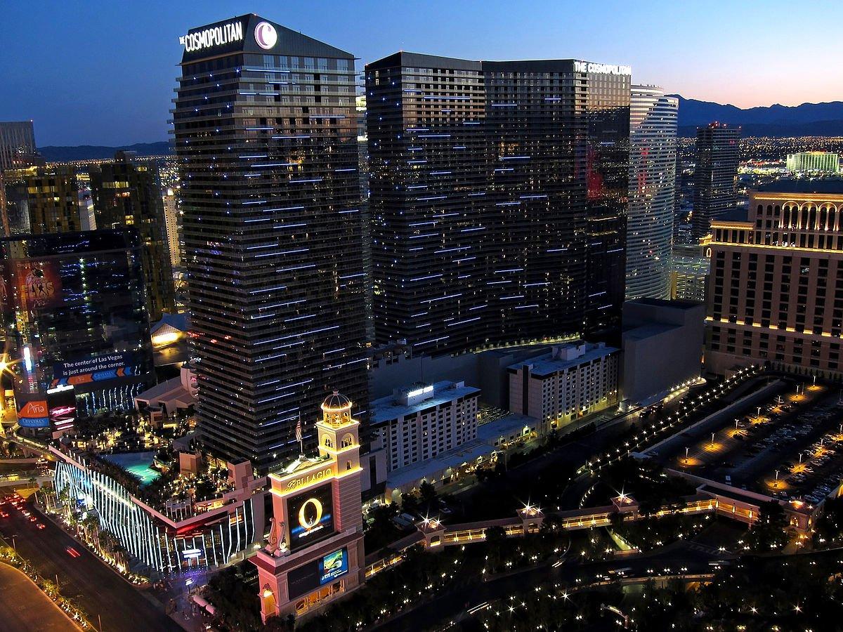 Năm 2010, công trình Cosmopolitan ở Las Vegas được xây dựng với kinh phí 3,9 tỷ USD. Giống như những công trình khác ở Las Vega, Cosmopolitan là khu tổ hợp sòng bài, khách sạn, trung tâm mua sắm và vui chơi giải trí đa năng.