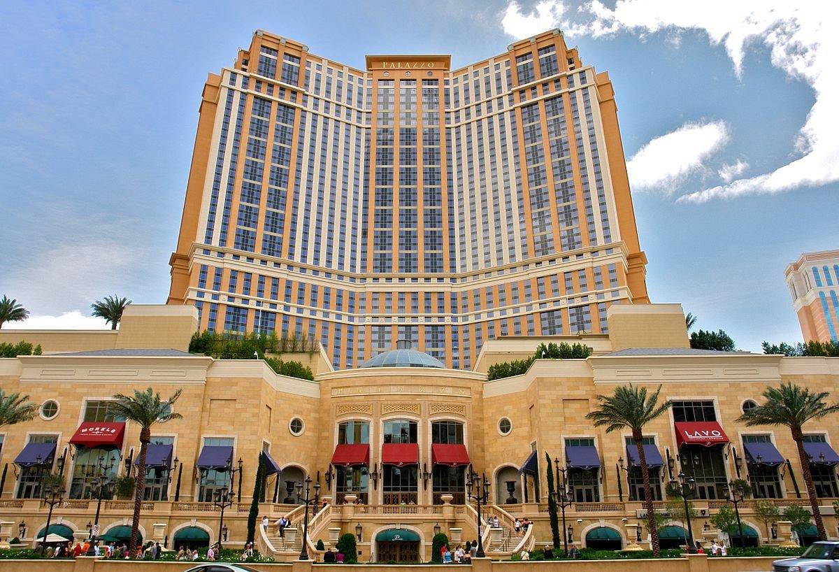 Xây dựng năm 2007, Casino Palazzo nằm ở Las Vegas có kinh phí 2,05 tỷ USD. Nó là tổ hợp sòng bài, khách sạn phục vụ những người tới giải trí.
