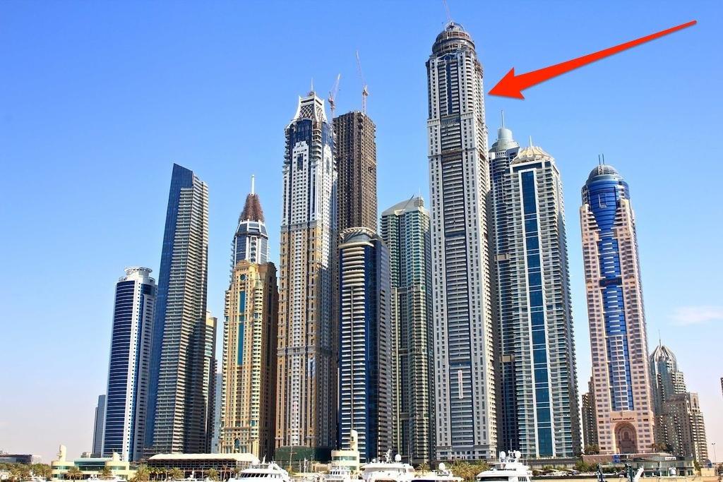 Được xây dựng ở Dubai năm 2012, Tháp Hoàng tử là tổ hợp căn hộ và trung tâm thương mại hạng sang, có giá tới 2,17 tỷ USD. Công trình có 763 căn hộ cao cấp, phục vụ nhu cầu của những người giàu sang trong xã hội.