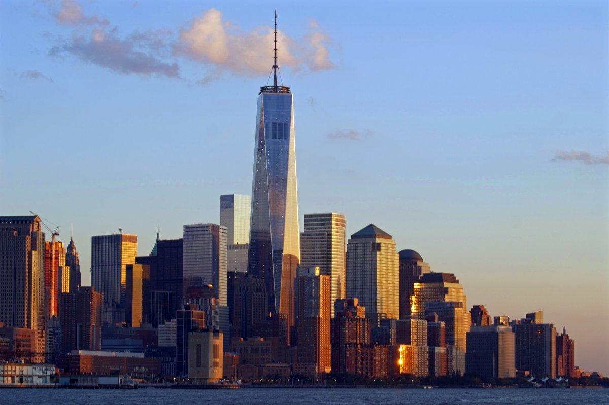 Với giá 3,8 tỷ USD, Trung tâm Thương mại thế giới mới, công trình mở cửa năm 2012, mọc lên ở chính khu vực tòa tháp đôi Trung tâm Thương mại Thế giới bị đánh sập sau vụ khủng bố ngày 11/9/2001. Thay thế vai trò của tòa nhà cũ, tòa tháp mới còn là biểu tượng cho sự trỗi dậy của nước Mỹ sau vụ khủng bố cũng như tưởng niệm những người đã thiệt mạng.