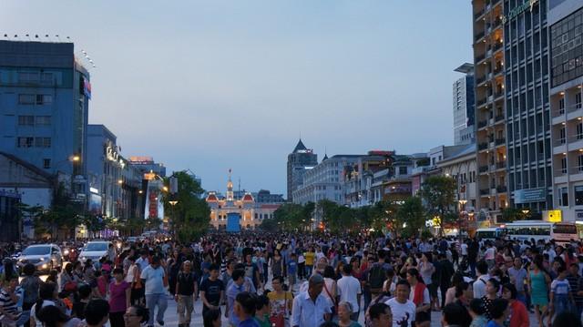 Phố đi bộ Nguyễn Huệ được hình thành từ tháng 4/2015, với kinh phí hơn 430 tỷ đồng