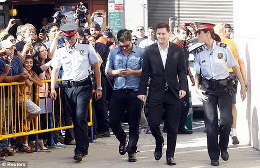 Không chỉ trốn thuế, Messi còn bị cho là dùng quỹ từ thiện để che giấu việc kinh doanh