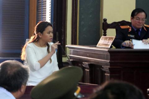 Bà Trần Ngọc Bích đã trả lời về vấn gửi tiền tại phiên sơ thẩm.