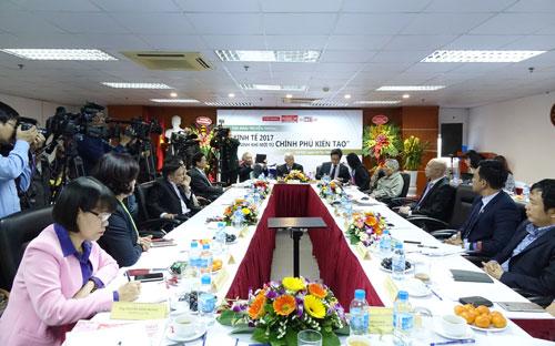 Toàn cảnh buổi tọa đàm tại Thời báo Kinh tế Việt Nam chiều 12/1/2017 - Ảnh: Việt Tuấn.