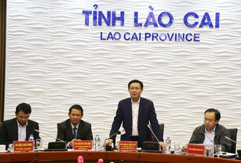 Phó Thủ tướng Vương Đình Huệ phát biểu tại buổi làm việc. (ảnh: baolaocai.vn).