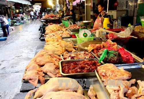 Giá cả thực phẩm tươi sống, thực phẩm chế biến, rau xanh, thực phẩm thiết yếu trong những ngày giáp Tết này tại Hà Nội vẫn giữ mức ổn định. Ảnh: Đình Huệ/TTXVN