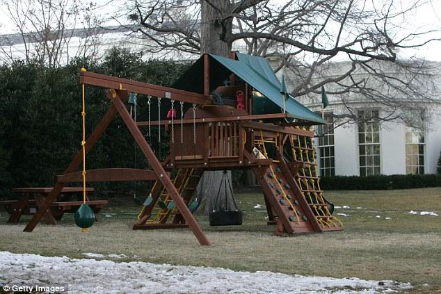 Bộ nhà cầu trượt và xích đu của gia đình Tổng thống Obama.