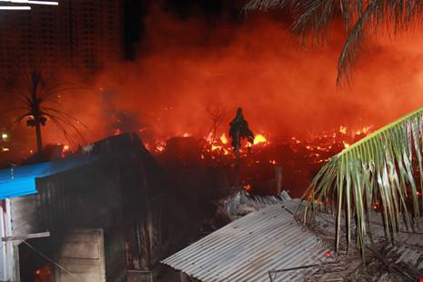 Đám cháy dữ dội ven sông Cái, Nha Trang