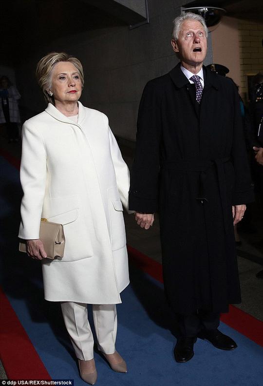 Dù gương mặt thể hiện sự bình tĩnh nhưng thực chất bà Clinton lại khá sợ hãi. Ảnh: Shutterstock
