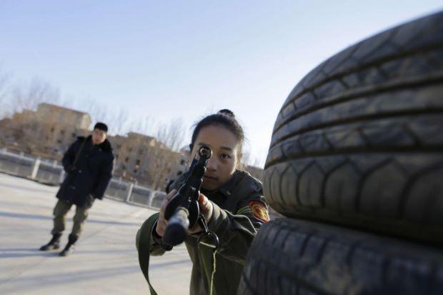 Nhu cầu thuê nữ vệ sĩ tăng cao trong giới nhà giàu Trung Quốc. Ảnh: SCMP.