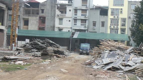 Mái tôn nhà Dự án dựng ngang cửa sổ phòng ngủ của các hộ liền kề