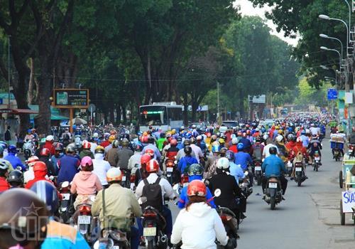 Đường Hoàng Minh Giám có mật độ giao thông rất cao