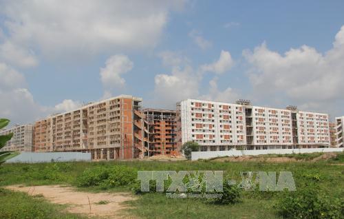 Hàng nghìn căn nhà giá rẻ đang tiếp tục được xây dựng tại phường Định Hòa, TP Thủ Dầu Một, Bình Dương. Ảnh: Dương Chí Tưởng/TTXVN