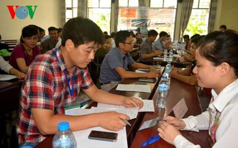 Các sinh viên tại một chương trình tuyển dụng
