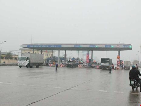 Trạm thu phí quốc lộ 5 Hà Nội - Hải Phòng vừa qua gây xôn xao dư luận về sự thiếu minh bạch thu phí. Ảnh: VIẾT LONG